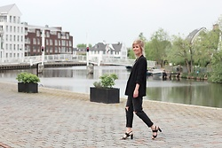 Merel - Mango Blazer, H&M Ripped Mom Jeans, Fred De La Bretoniere Sandals - ON YOUR OWN AND IN CROWDS