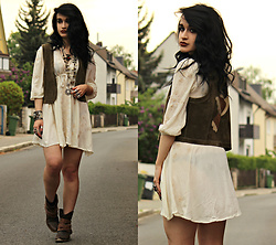 Tessa Diamondly - Light In The Box Embroidered Dress, Vintage Suede Vest - Peace of love.