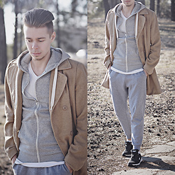Edgar - Camel Overcoat, New Yorker Grey Joggers, Black Sneakers, H&M Grey Hoodie, H&M Plain White Shirt - URBAN STREET STYLE