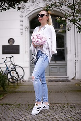 Vanessa Kandzia - Adidas Sneakers, Quay Sunglasses - IT'S PEONY SEASON!