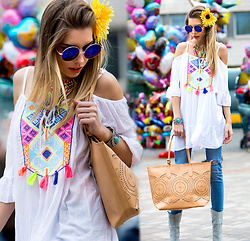 Dora D. - Zero Uv Blue Oversize Round Sunglasses, Off Shoulder, Embroidered Tunic, Ankle Skinny Jeans With Ripped Knee, Marina Galanti Bag - Daisy in my hair, peace in my soul and love in my heart