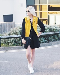 Charlotte Buttrick Lewis - F&F Clothing Yellow Suede Gilet, Whistles Asymetric Skirt, In The Style Chloe Hudson Lookalike Bag, Ray Ban Ray Ban Round Sunglasses, Daniel Footwear White Trainers - Vivid Colours Trend 2016