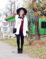 Deborah Ferrero - Newchic White Faux Far Coat, Zaful Wide Trim Black Fedora Hat, Happiness Boutqiue Statement Necklace, Black Tights, Black Bucket Bag, Fringed Ankle Boots - PLAYING RETRO: FURRY COAT + BOHO ACCESSORIES