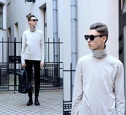 Andrejs Šemeļevs - H&M Sweater, Massimo Dutti Shoes, H&M Sunglasses, Primark Backpack - COLD