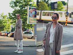 Andreea Birsan - Christian Dior So Real Sunglasses, Mango White Pussy Bow Blouse, Vintage Tweed Jacket, Mango White Trousers, Mango White Sneakers, Color Block Crossbody Bag - Tweed jacket styled in a fresh way