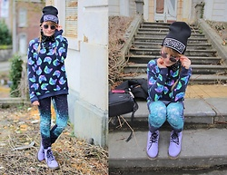 Laura Dambremont - H&M Cats Sweater, H&M Galaxy Pants, Golddigga Purple Boots - Galactic cats
