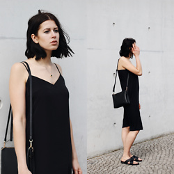 SCHWARZER SAMT - C&A Bag, H&M Slip Dress, Edited Sandals - Slip dress
