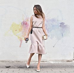 Perventina Ols - Dress, Heels - I love the beige color