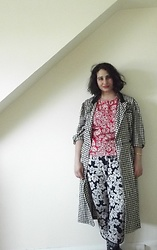 Selina - Vintage Sale Houndstooth Jacket, Self Made Lipstick Floral Top, Select Floral Trousers - Everyday is a messy hair day