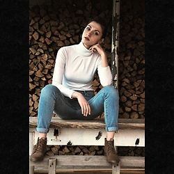 Xenia O. - Mango Jeans, Pull & Bear Shoes - Countryside stories