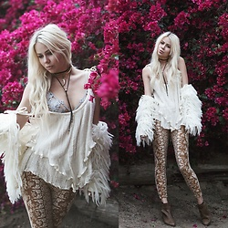 Sarah Loven - White Bohemian Store Gauze Top, Andi Bagus White Shag Jacket, Novella Royale Tan Leggings, For Love & Lemons Lace Applique Bra, Vanessa Mooney Black And Gold Necklaces, Free People Brown Ankle Booteis - Hollywood Baby