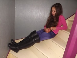 Eve Sakina - Kiabi Pink T Shirt, H & M Purple Satin Skinny Pants, No Name Vintage Junior Thigh High Boots - 2 looks en 1