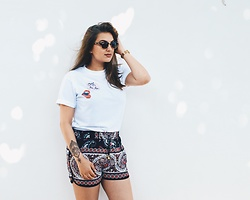 Odette - Market Spain Short, Self Made T Shirt, Ray Ban Glasses, Casio Watch - Selfmade Tee