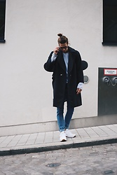 Richy Koll - New Balance Sneakers, H&M Jeans, H&M Sweatshirt, Zara Coat, Herschel Backpack, Skateboard - Skater