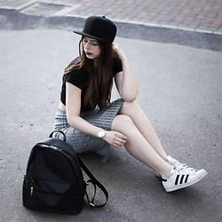 Laura - Adidas Sneaker, Asos Cap, Daisy Street Backpack, Vila Skirt - Sporty Look