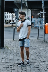 Kevin Elezaj - Vans Sneakers, Zara Shorts, Zara Polo Shirt, Ray Ban Glasses - Mainstream