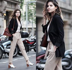 Adriana Gastélum - Cami Nyc Silk Camisole, Chloé Faye Handbag, Mango Beige Trousers, More Outfits On - Monday inspiration