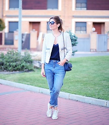 A TRENDY LIFE - The Extreme Collection Chaqueta, Asos Top, Suiteblanco Jeans, Chanel Bolso, Italia Independent Gafas De Sol, Converse Via Sarenza Zapatillas - Chaqueta tipo Chanel