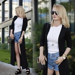 Daria Darenia - Levi's Denim Shorts, Vagabond Black Wedges - Summer Set