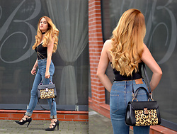 Martina Manolcheva - H&M Top, H&M Jeans, Bag, Shoes - Body Chains