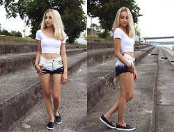Dalena Daily - Bershka Crop Top, Tally Weijl Shorts - White crop top and ombre shorts