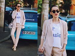 Andreea Birsan - Christian Dior So Real Sunglasses, H&M Blush Pink Blazer, Graphic Tshirt, Stefanel Blush Pink Trousers, Aldo Gold Metallic Flat Mules, Pink Crossbody Bag - Flat mules trend alert
