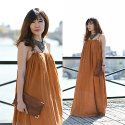 FromAmandaWithLove - Mango Strappy Tiered Maxi Dress, Vintage Leather Clutch Bag 60s, Zara Necklace - Fits like a glove