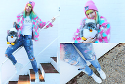 "Kate Hannah - Rialto Jean Project Painted Distressed Skinny Jeans, Curious Birdy ""Be Curious"" Tee, Tibbs & Bones Faux Fur Jacket, Furby Backpack (Vintage), Tibbs And Bones X Elfriede Furby Beanie, Dr. Martens All White Boots - Rialto Jean Project (And Some Furby Fun)!"