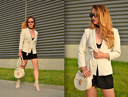 Martina Manolcheva - H&M Blazer, H&M Shorts, H&M Bra, Chloé Bag, Shoes, Christian Dior Sunglasses - C'est Bon