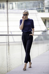 Miriam Mache - Funktions Schnitt Shirt, Reserved Pants - Business look with basic tee