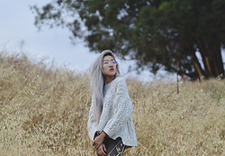 Anne - H&M Oversized White Cable Knit, H&M Olive Skinny Pants - First of Summer