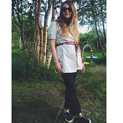 Alla Dolzhenko - Terranova Belt, H&M T Shirt, Vintage Dress Safari, Dorothy Perkins Jeans, Superga, H&M Bag - Nurse's LOOK