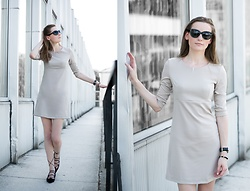 Anna Antje Bernat -  - BEIGE DRESS