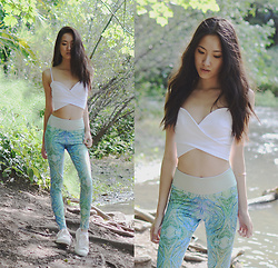Jennifer Wang - Inspire Active Wear Recycled Plastic Water Bottle Leggings - RENEW