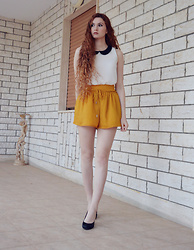 Nogynyan - Bershka Blouse, Bershka Shorts, Primadonna Shoes - Flared shorts