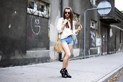Asia M. - Levi's® Diy Denim Shorts, River Island Off Shoulder Sweater - Jeans shorts & Boho bag