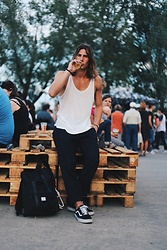 Richy Koll - Vans Sneakers, H&M Pants, H&M Tank Top, Herschel Backpack - Fastival