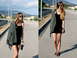 Marta Ucler Ucler - Giant Vintage Eyewear, Choies Top, Zara Skirt, Vintage Kimono - All Black
