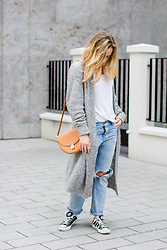 Viviane Lenders - Acne Studios Long Cardigan, Funktion Schnitt Linen Tee, H&M Ripped Jeans, Converse Sneaker, Zign Bag - Saturday Afternoon