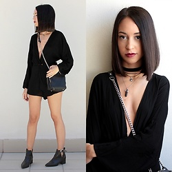 Esther L. - Missguided Plunge Neck Playsuit, Zara Choker, Dresslink Boho Necklaces, Zara Bag, Missguided Ankle Boots - BOHO SOUL