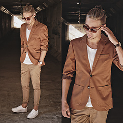 Edgar - H&M Blazer, H&M Chinos, H&M Platform Sneakers, H&M Cotton Tee, Primark Sunglasses, Daniel Wellington Leather Watch - EFFORTLESS YET ELEGANT