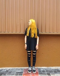 Xana Nakata - Longines Black Leather Watch, Uniqlo Black Tshirt, Forever 21 Remade Legging, Vans Sk8 Hi - T H A T R E D S P O T