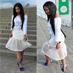 Chiara Culture With Coco - Apple Watch Sport White, Yes Style Perforated Ilussion Dress, Public Desire Finge Tassle Heels, Zalando Black Vintage Bag, Zalando Off The Shoulder Top - The Perforated Dress