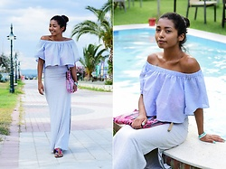 Konstantina Antoniadou - Bershka Ruffle Top - Bogged! off shoulder ruffle top