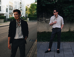 Frank Lin - Tiger Of Sweden Black Blazer, Uniqlo Linen Shirt, Avelar Black Loafers - Be arty and make art