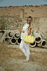 Emma MAS - Mango Patch T Shirt, New Look Bag, Stradivarius White Jeans, New Look Yellow Sandals - Patch trend