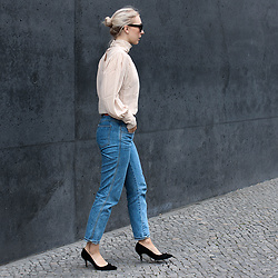 Leonie // www.noanoir.com - Ace & Tate Black Oversized Sunglasses, Avelon Blush Pink Silk Victorian Blouse, Closed Vintage Blue High Waisted Denim, Zara Black Suede Leather Kitten Heel Pumps - Make Me Blush