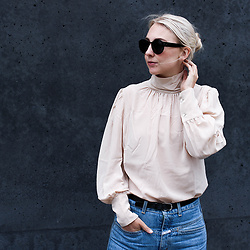 Leonie // www.noanoir.com - Ace & Tate Oversized Black Sunglasses, Avelon Blush Pink Silk Blouse, Closed Vintage Blue Wash High Waisted Denim Jeans - Casual Romance