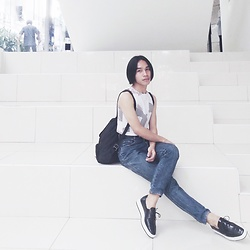 JUN UDAN - Monki Crop Top, Vintage Mom Jeans Moschino, Taiwan Shoes, Thrift Store Backpack Bag - 80's