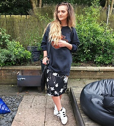Amy Hallimond - Wearecowvintage Jumper, Urban Outfitters Dress, Lamoda Bag, Footasylum Trainers, Primark Sunglasses - Dress on cooler days
